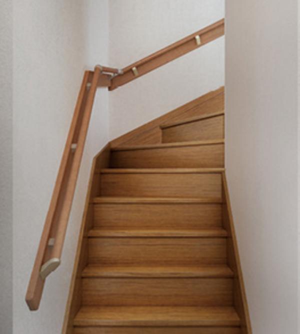 階段の手すりはなぜ必要?2つの大切な役割/バリアフリーリフォーム#8